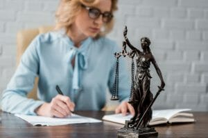 Provide a woman with caseworker support in court